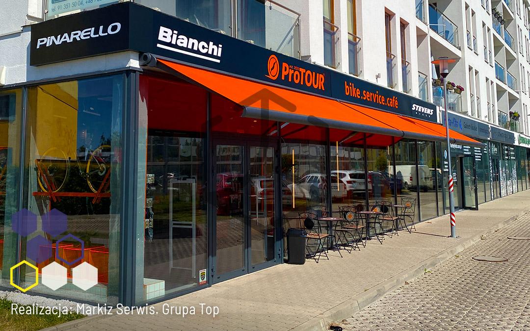 Markizy TOP SATIN, czyli jak stworzyć dodatkową przestrzeń dla Klientów. Realizacja Markiz Serwis w kawiarni rowerowej w Szczecinie