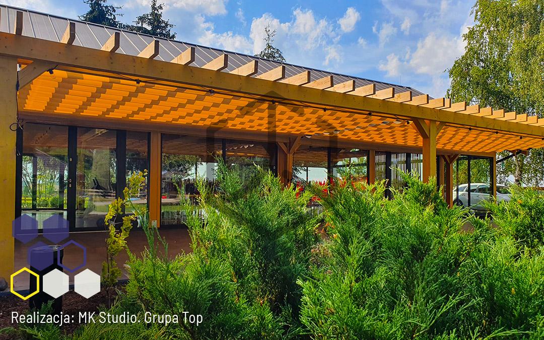 Drewniana konstrukcja z modułem dachowym Top Light. Realizacja MK Studio dla domu weselnego